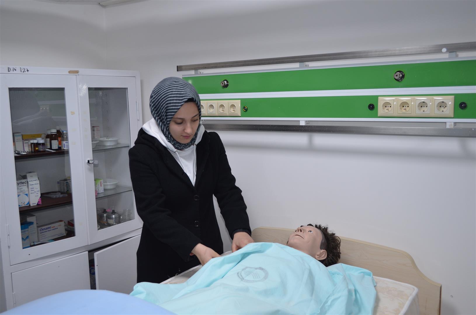 Gazi Mesleki ve Teknik Anadolu Lisesinden Sağlık Bilimleri Fakültesine Teknik Gezi Resim
