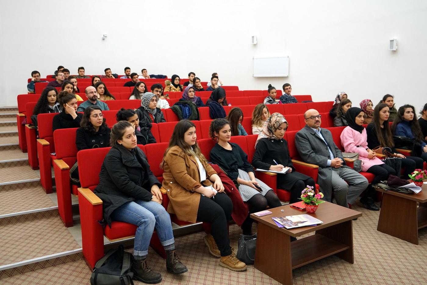 Akademisyenlik ve İngilizce Geliştirme Teknikleri Konferansı Gerçekleştirildi Resim