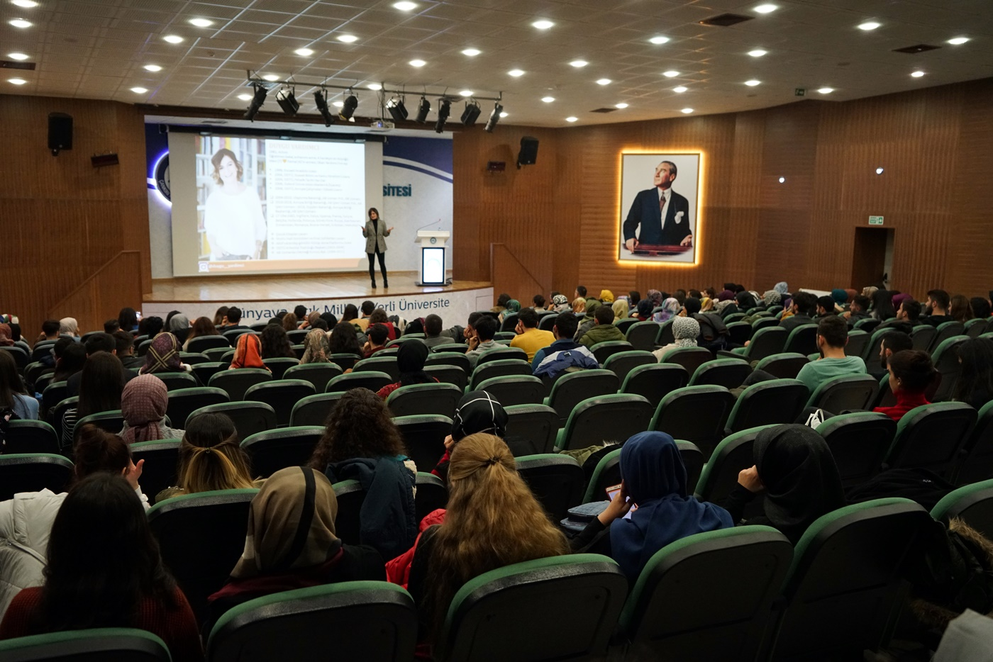 Kamusal Mekân Olarak Halk Kütüphaneleri ve Profesyonel İş Yaşamından Öğrencilik Yıllarına Bakış Konferansları Gerçekleştirildi Resim