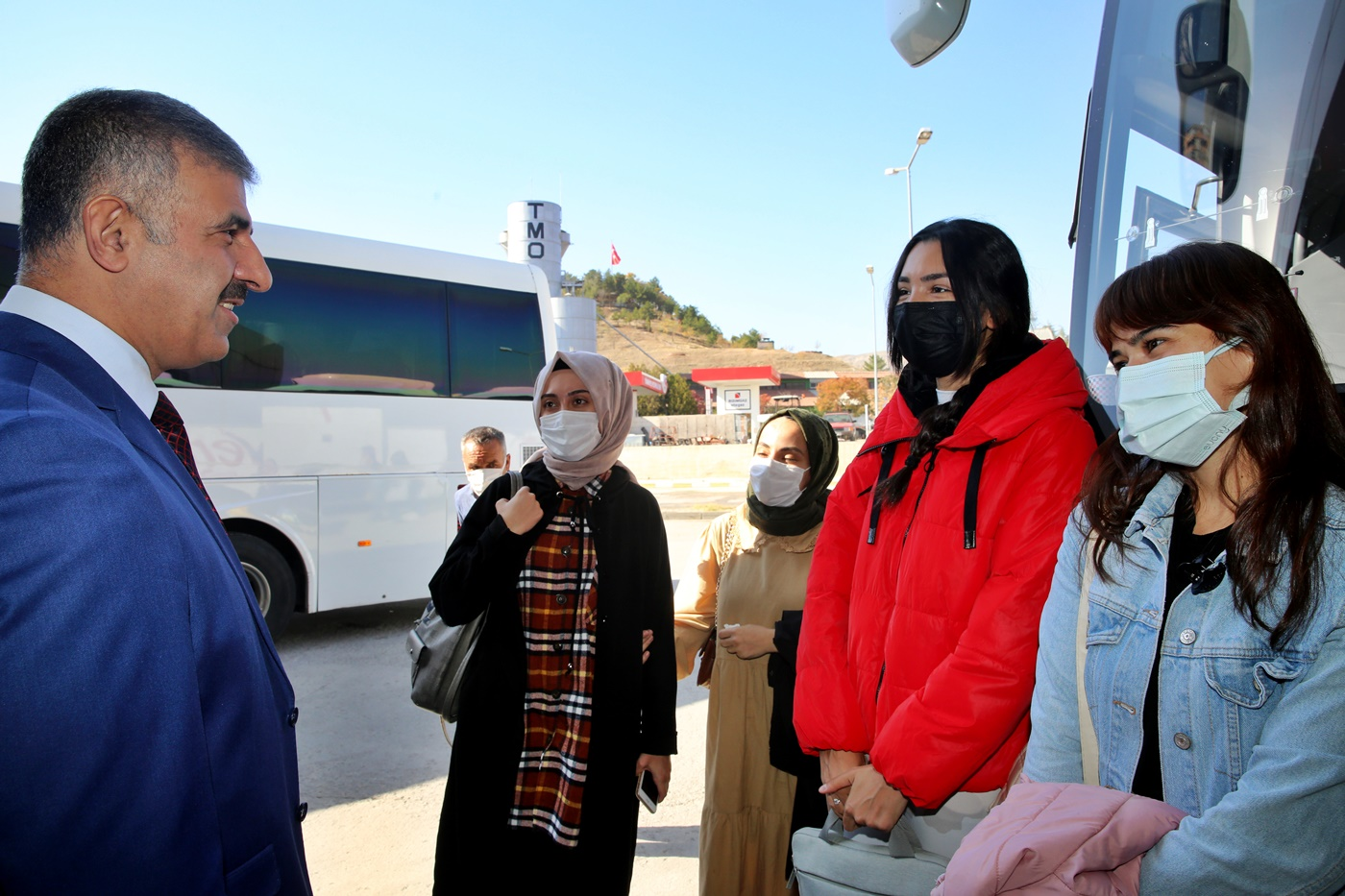Rektör Çiftçi Öğrencileri Otobüs Terminalinde Karşıladı