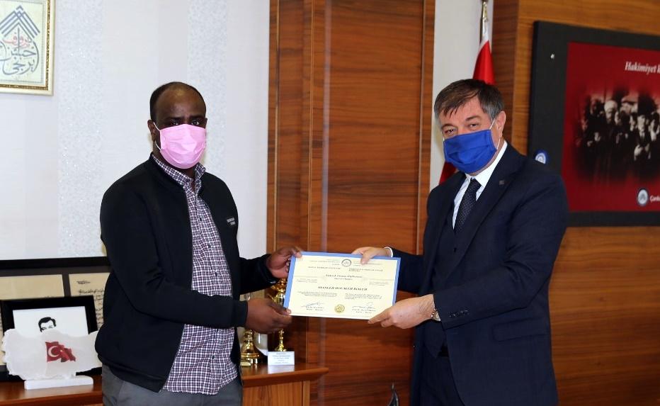 ÇAKÜ'de İlk Uluslararası Yüksek Lisans Mezunu Cibutili Ayanneh Doualeh Rialeh Oldu