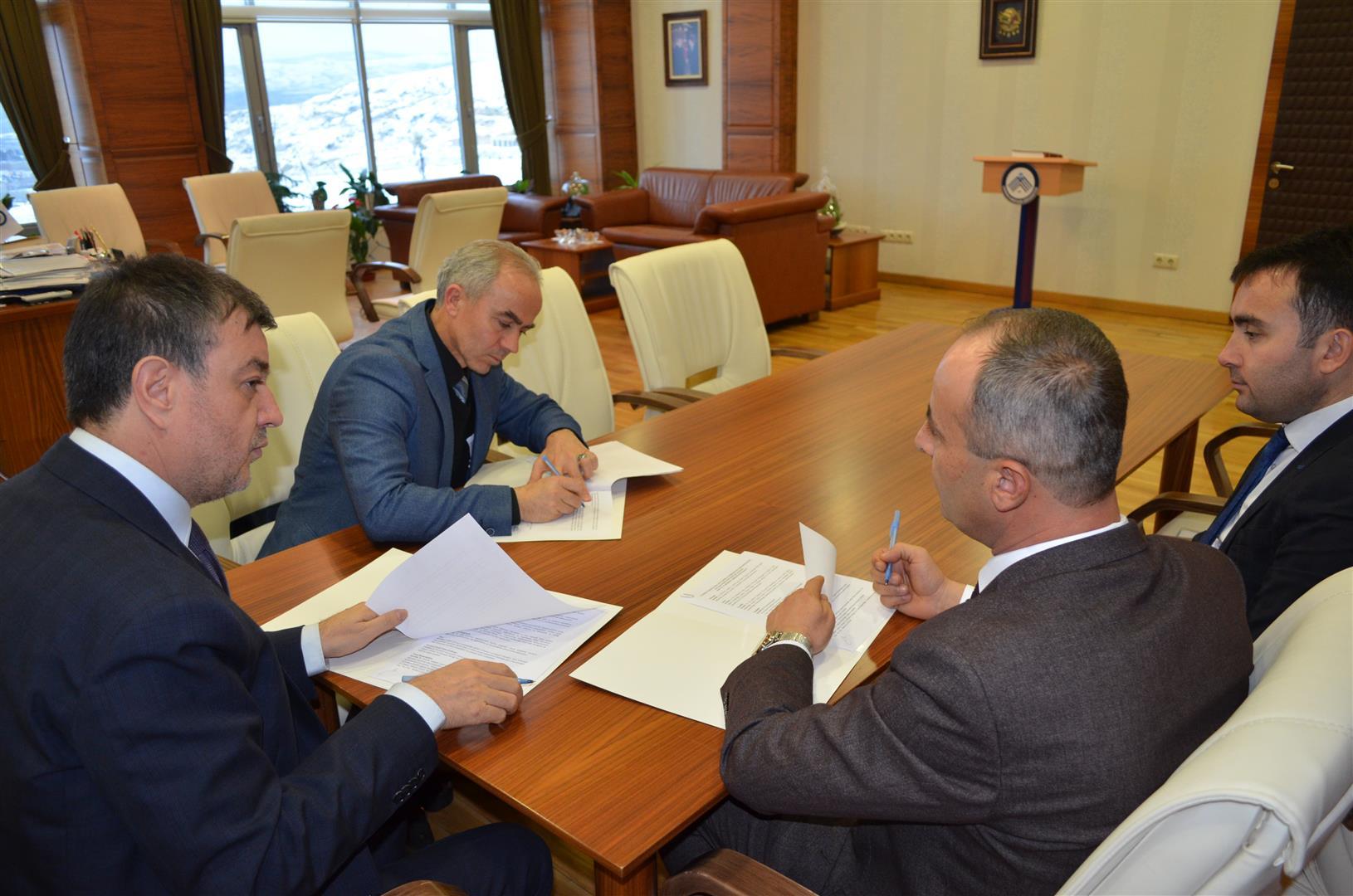 Üniversitemiz, Milli Eğitim İl Müdürlüğü ve Fen Lisesi Arasında Protokol İmzalandı Resim