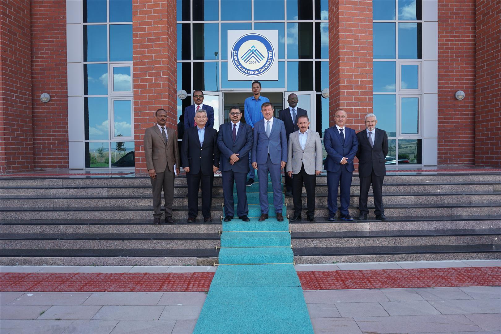 Sudan Büyükelçisi Kordofani Rektörümüzü Makamında Ziyaret Etti Resim