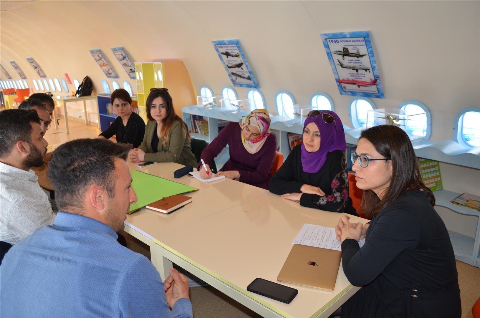 Enstitümüz Çocuk Gelişimi Anabilim Dalı Uçak Kütüphanesi Ders Etkinliği Resim